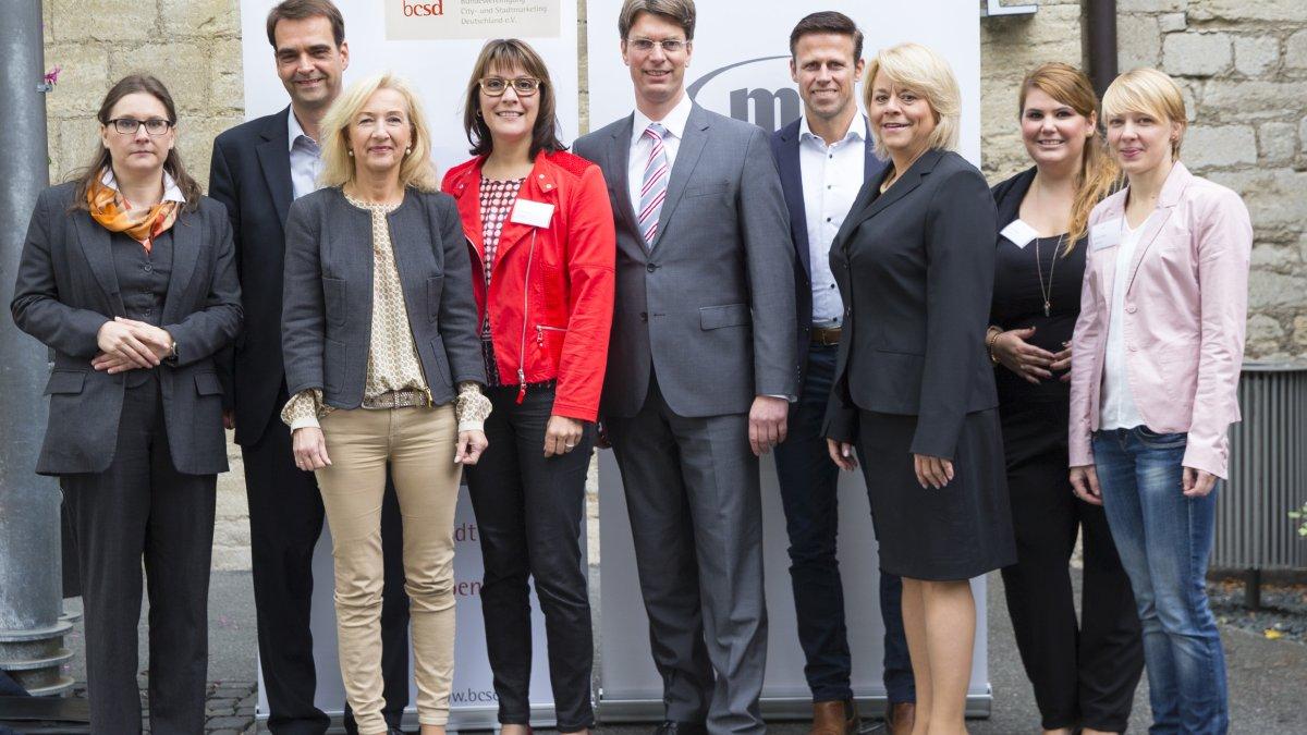 Oberbürgermeister Dr. Ingo Meyer mit Vertretern des Novotel, der Hildesheim Marketing GmbH und der bcsd